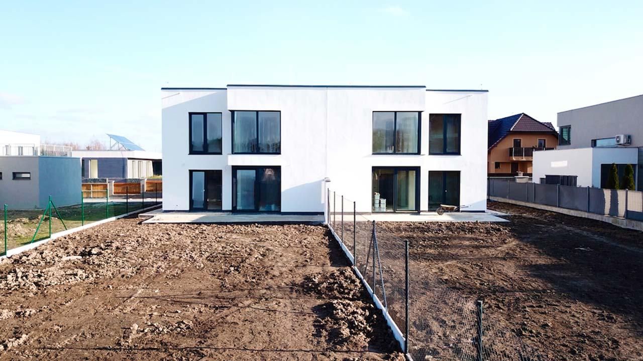 domy-v-hourousanech-vystavba-040